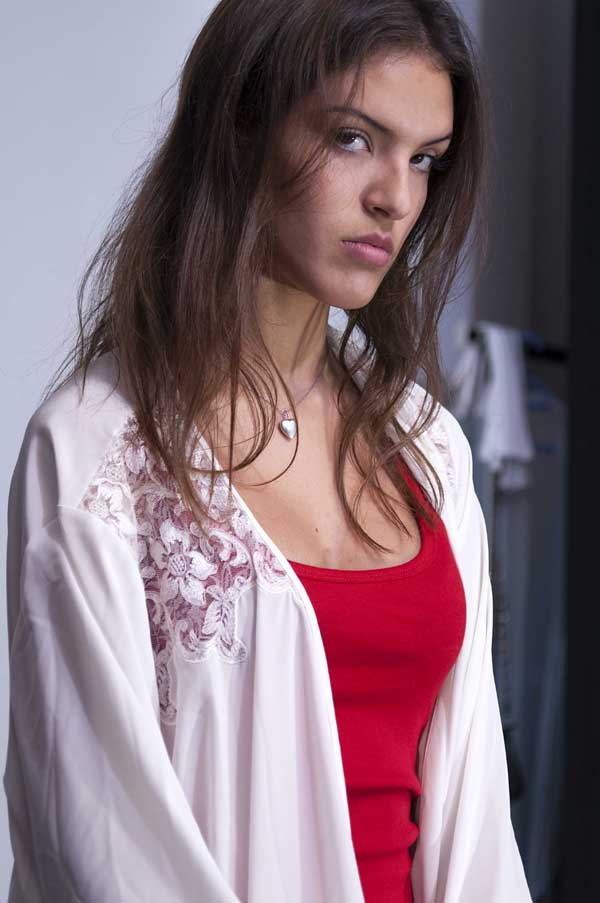 Elisa Sandino, ensayando su mirada de mujer fatal