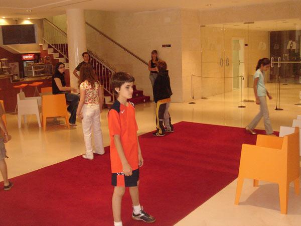 Ensayos para el desfile de moda en el Teatro Serrano (2006)
