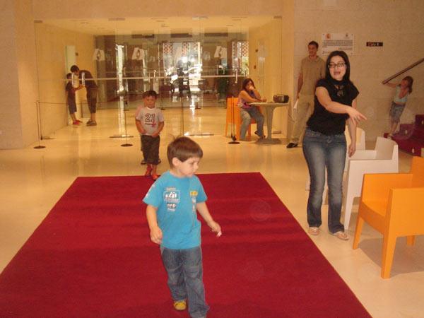 Desfile de moda en el Teatro Serrano